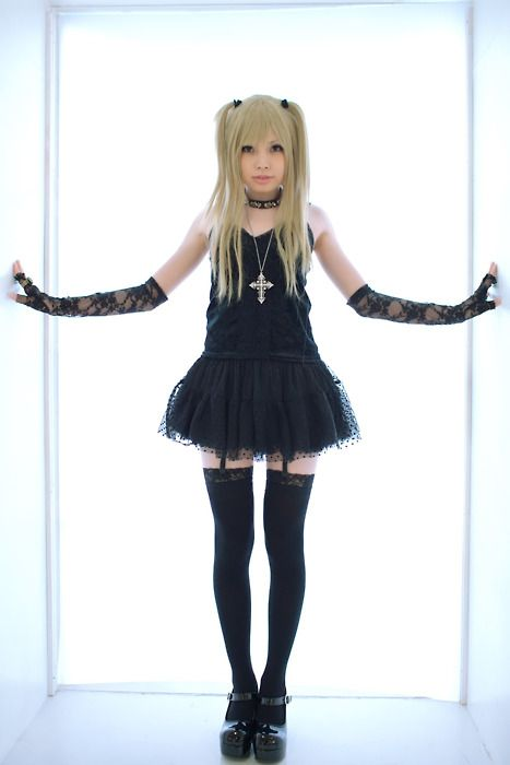 I love how she looks alot like Misa Amane from the anime Death Note, which is one of my faves by the way. ;)
