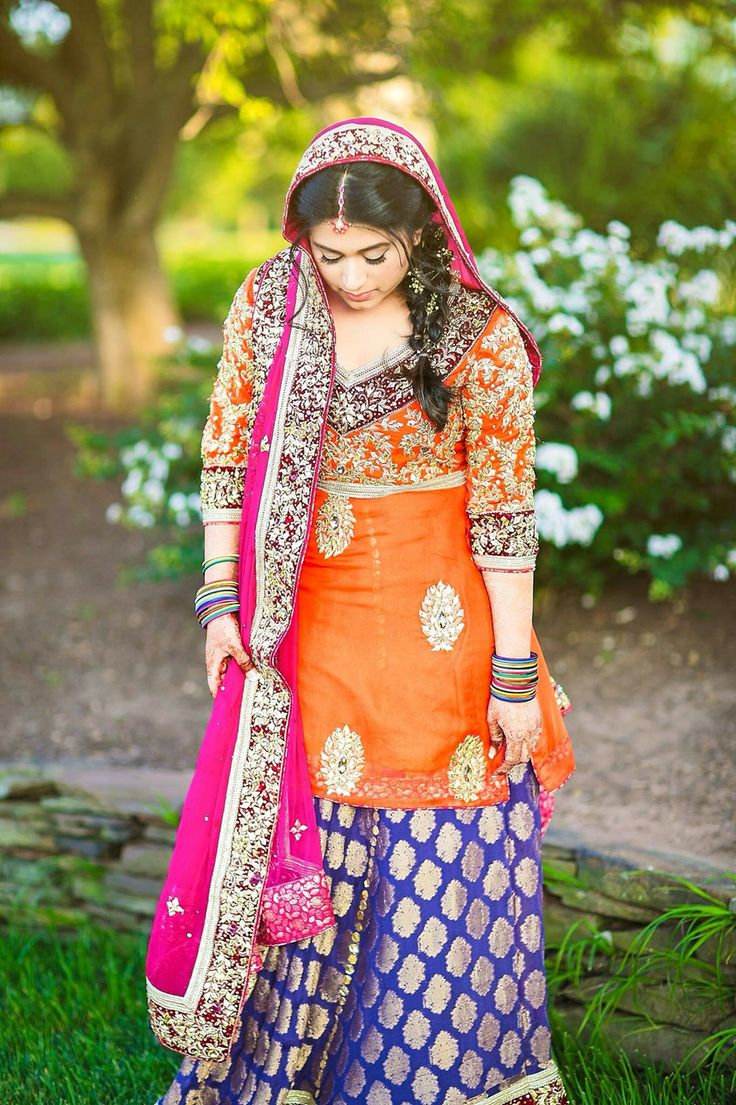 Such an adorable dulhan Mahaam we wish you all the best for your married life❤️ Please no negative comments:) #pakistaniweddings #bridal #bride #couture