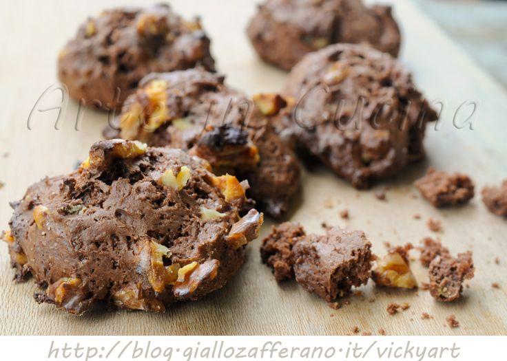 Biscotti morbidi al cacao e noci senza burro e uova, ricetta facile e veloce, dolci da merenda o colazione, dolci light, all'olio, ricetta per intolleranti, bambini