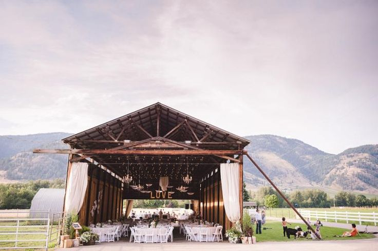 5 Rustic BC Wedding Venue Ideas from www.realweddings.ca // British Columbia Wedding Venue Ideas // Outdoor, Rustic, Natural Canadian Wedding Locations