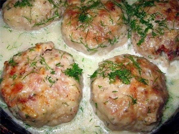 шеф-повар Одноклассники: Котлеты в соусе из плавленного сыра.
