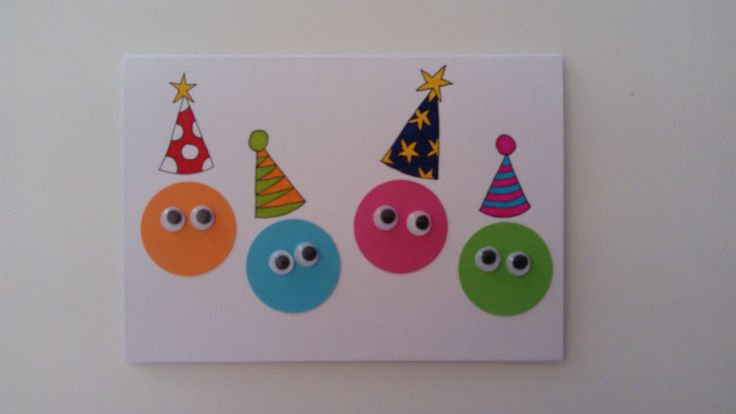 Verjaardagskaart voor kinderen, gemaakt met wiebeloogjes en getekend met Stabilo stiften.