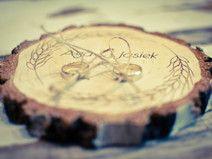 Poduszka, podstawka na obrączki plaster drewna