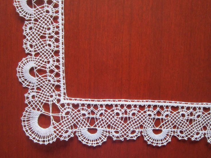 Nevenka Malnic it has elements of tape lace (turning st) and straight lace