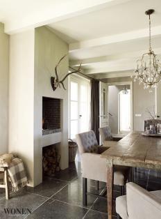 Haard en gewei voor Woonkeuken ♡ Witte balken plafond♡