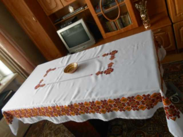 large round tablecloth