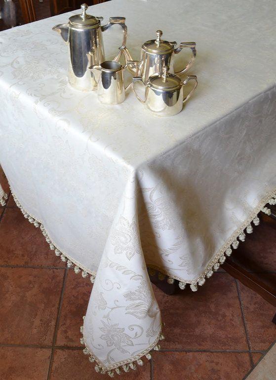 TOVAGLIA INTRECCI DORATI - PatriziaB.com  Bellissima tovaglia realizzata in fine tessuto damascato color panna con inserti oro, arricchita da una sfiziosa bordura di cipollotti
