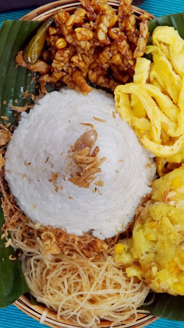 Nasi uduk adalah nama makanan khas Betawi yang terbuat dari bahan dasar nasi…