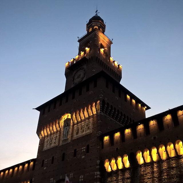 #castle #sunset #nofilter #shotonmylumia #shotonlumia #lumiaphotography #evening #milano #milanogram2016 #milanocity #castello #sforzesco #castellosforzesco #instacool #instamood #instagrammers #igers #igersitalia