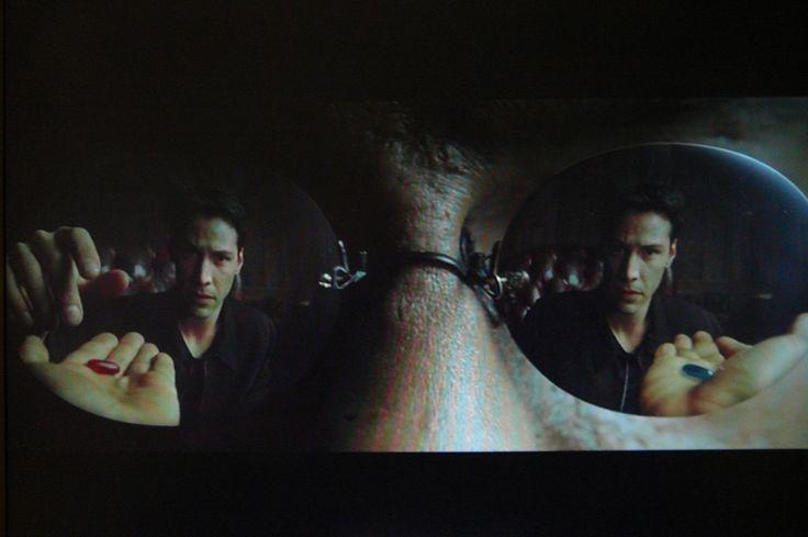 Como se mover num mundo em que se tornou impossível não enxergar o mal que se pratica Lembro uma cena do primeiro filme da trilogia Matrix, ícone do final do século 20. Os membros da resistência eram aqueles que, em … Continuar lendo →