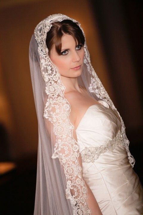 5 Ways And 40 Examples To Wear A Fabulous Mantilla Veil Hywedd