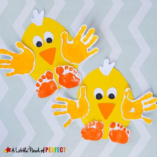 Pulcini con impronte delle mani e dei piedi