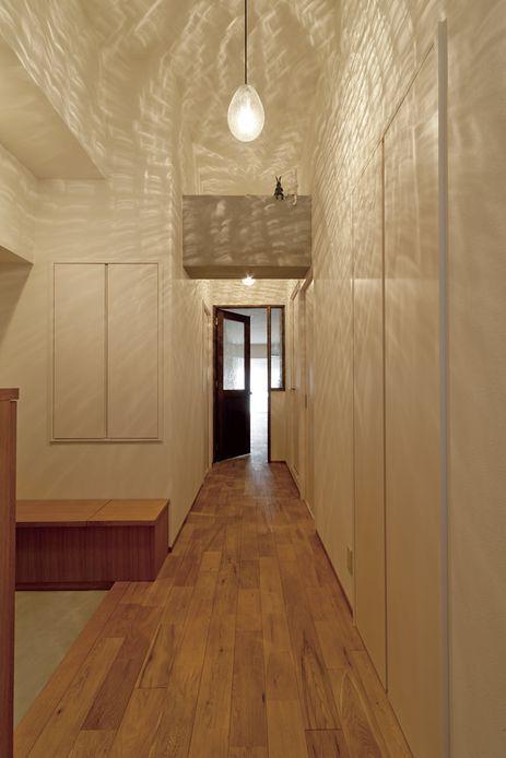 Kさんチョイスの照明は廊下の雰囲気にぴったり。【リノベ暮らしな人々24】