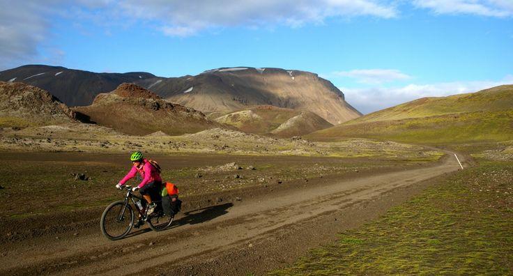 Con un par de ruedas / Adventure & Cycling - Cycling through F210, ICELAND