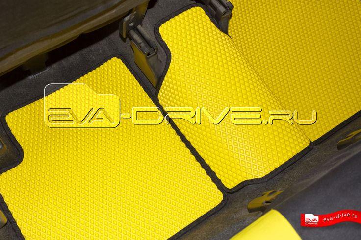Toyota bB - коврики EVA-DRIVE. Задние коврики, цвет желтый с черной окантовкой.