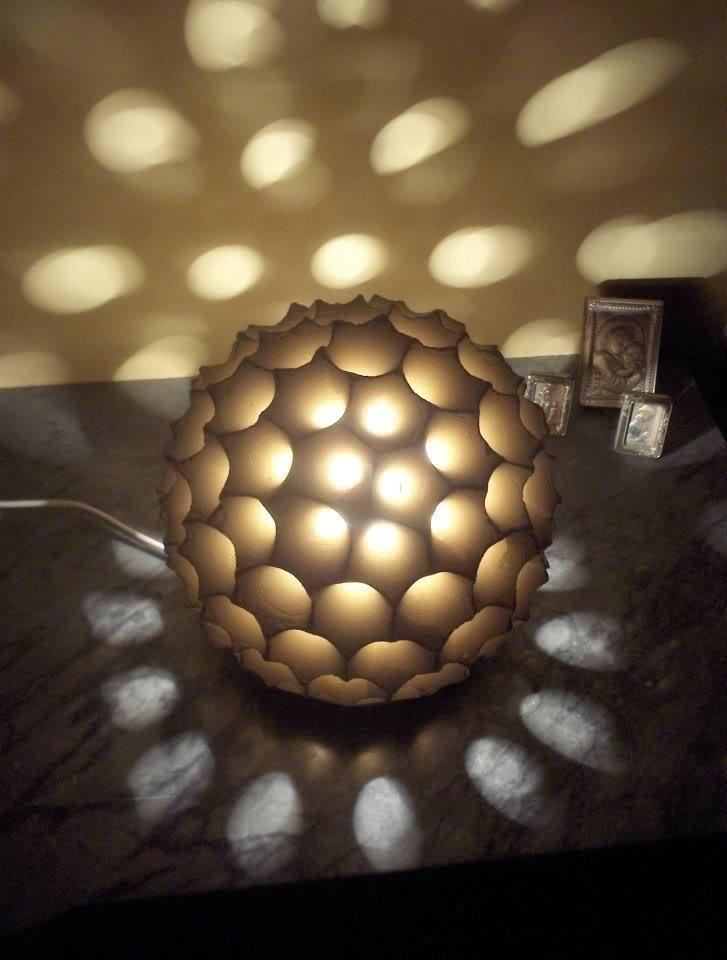 Lampada da tavolo SFERA in pietra leccese.