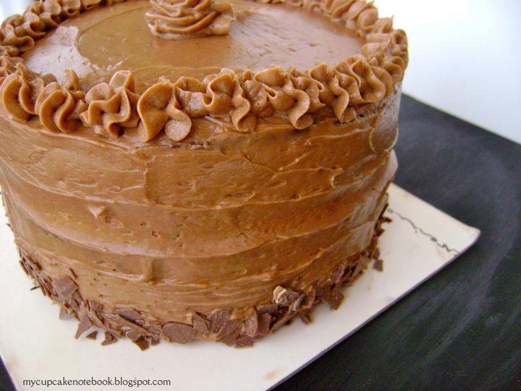 Pastel de capas de chocolate y vainilla con buttercream de merengue suizo de chocolate con leche #pastel #postre #chocolate #receta