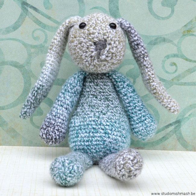 Emma, ​​the bunny, crochet pattern from Edward's Menagerie, crocheted by www.studiomishmash.be