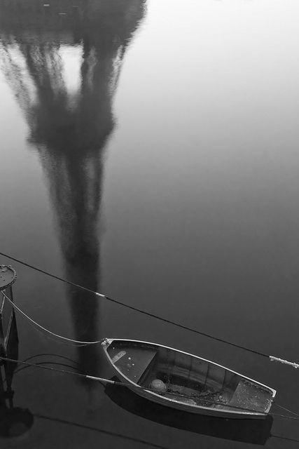 Refletida nas águas do Sena #eiffel #paris