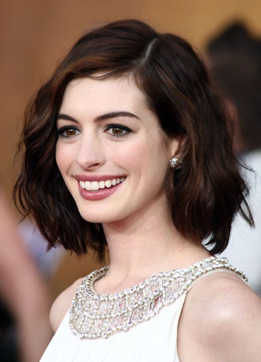 Anne Hathaway wavy Bob brown brunette auburn highlights  How much do I like this lovely lady??
