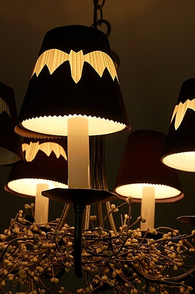 Super simple spooky idea! Reversed silhouette hampshade covers.: Lampshade Tutorial Halloween, Silhouette Lampshade, Halloween Lampshade, Bat Lampshades, Larger Lampshades, Lampshade Covers, Lampshade Decor, Halloween Bats