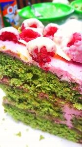 Heston Blumenthal's Pistachio Cake with Vanilla Syrup and Raspberry Marscapone! http://www.cornersniff.com.au/recipe-the-pistachio-and-raspberry-marscapone-dream-cake-edition/