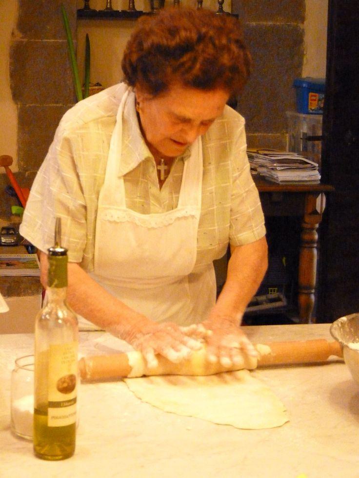 Nonna Making Pasta. Sfoglina. Massaia. Pasta all'uovo.