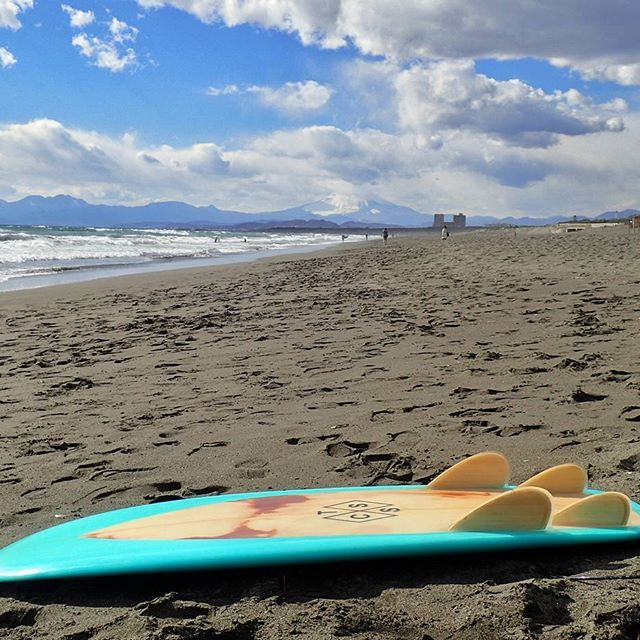 【stylemaster_0210】さんのInstagramをピンしています。 《#gale  本日の湘南は西風が強いですね💦. . 海に入ったけど修行みたいな波乗りやったよ。  #shonan #fujisawa #tsujido #Route134  #sea #beach #sideonshore #minisimmons #mtfuji #surf #surfing #湘南 #藤沢 #辻堂 #湘洋中前 #海 #ビーチ #波乗り #サーフィン #衝浪 #ミニシモンズ #jjwessels #富士山 #西風が強い #修行みたいな波乗り》