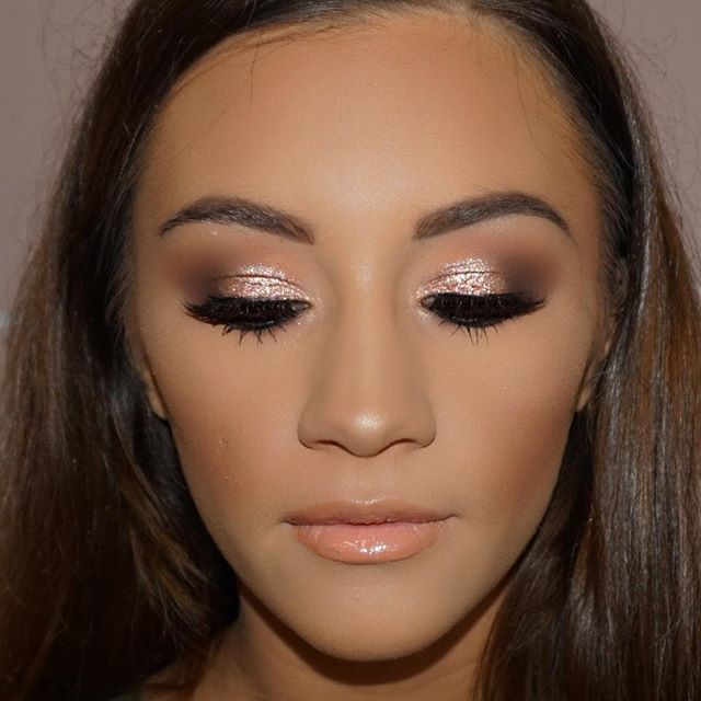 One of my fave faces from Saturday 😍💖 Products used 💄  @armani luminous silk foundation in 6.5 @lagirlcosmetics pro concealer in espresso to contour @makeupgeekcosmetics shadows in cocoa bear, peach smoothie and chickadee  @maccosmetics tan pigment on the eyes mixed with reflects gold glitter  @anastasiabeverlyhills brow powder in soft brown on he eyebrows  @morphebrushes N9 blush palette  @eldorafalseeyelashes in h160  #caitlinduffmakeup #instagram #igmakeup #makeupartist #vegas_nay…
