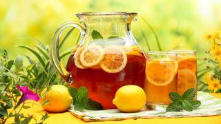 Zdrowie w sokach, herbacie i czerwonym winie.