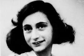 Een beroemde jood was Anne Frank. zij en haar familie doken ook onder. Maar ze werden verraden. Ze werden opgepakt en naar een concentratiekamp gebracht. Alleen de vader van Anne Frank kwam terug.