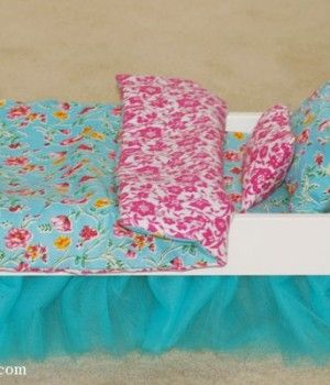 Tutorials How to make a Reversible Blanket, Pillowcase and a Mattres  for a Doll Bed http://onelittleproject.com/tag/ikea-dolls-bed/