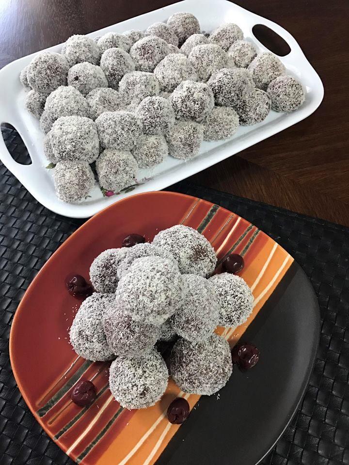 Rumos meggyel töltött kókuszgolyó, apró finomság Karácsonyra, amit gyerekekkel is könnyen elkészíthetsz!