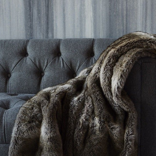 1000 images about domicile on pinterest grey sofas for Fur throws for sofas