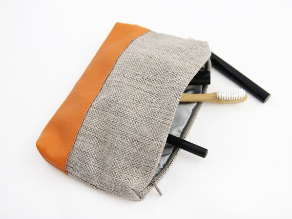 Makeup bag gift small cosmetic bag vegan leather toiletry bag luxury gifts for him #makeupbag #makeuppouch #cosmeticbag #smallcosmeticbag #toiletrypouch #travelgift #mothersdaygift
