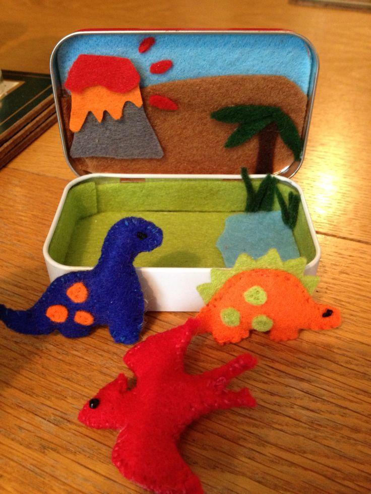 Tiny felt dinosaurs in Altoid tin