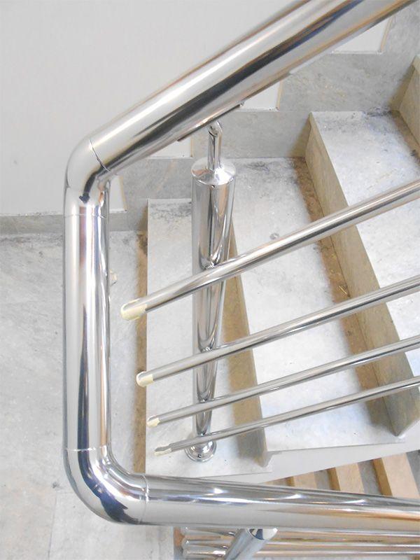 Barandillas de acero inoxidable pulidas a espejo para escaleras interiores en edificio.  #barandillas  #escaleras  #interiores  #donostia  #hernani  #gipuzkoa  #sansebastian
