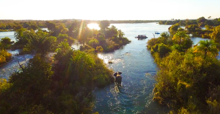 Bushtracks Africa River Safaris offers breathtaking photographic opportunities upon the mighty Zambezi River.