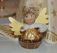 Bastelanleitung für den Engel aus einer Ferrerokugel : Ihr braucht: – Holzkugel oder Wattekugel (Durchmesser 20mm) – Pfeifenputzer ca. 8 cm
