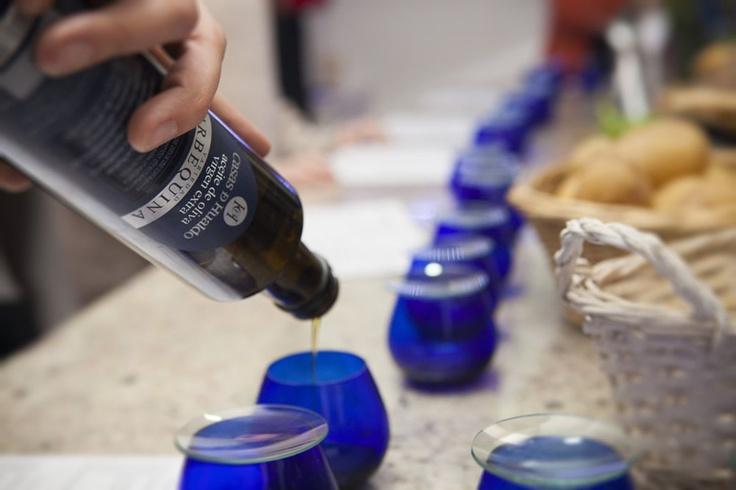 Firo Vázquez cató los #aceites de Casas de Hualdo en el I Taller de cocina #aove Casas de Hualdo.