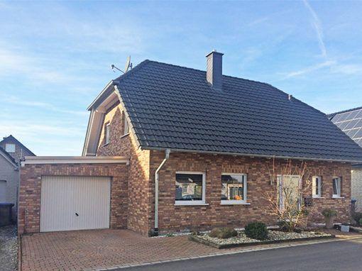 Modernes Einfamilienhaus (136m²) mit zwei Garagen, Garten, Pool und Photovoltaikanlage