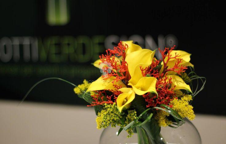 Bouquet calle e fiori di corallo......    #bouquet #bouquetsposa #bouquetcalle #bouquetcorallo #bridalbouquet #callegialle #weddingflowers #flowerbouquet #weddingnapoli #flowerarrangement #flowerdesign #flowerdesigner #weddingdesign #scottiverdesign