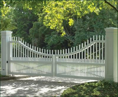 Picket Fence Gate Driveway