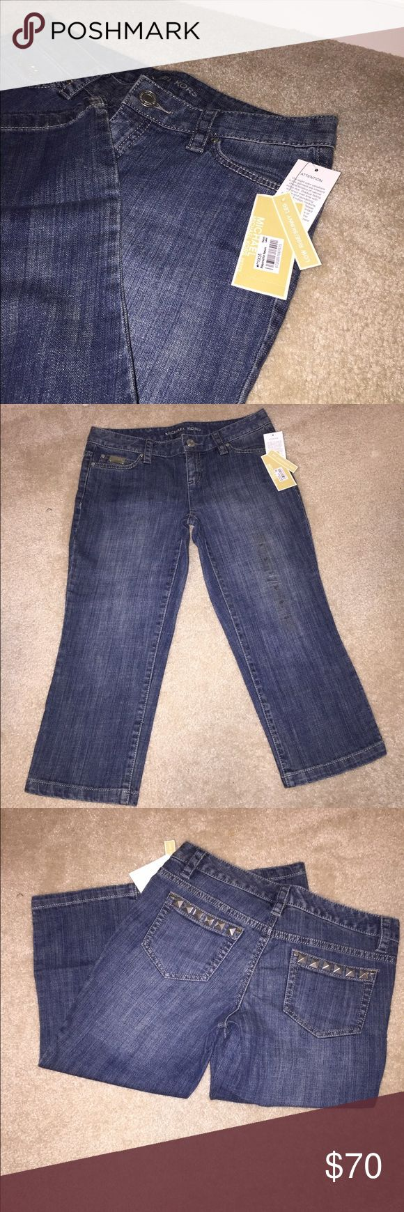 👖💋New Michael Kors - women's👖 👖Brand new with tags Michael Kors women's cropped jeans 👖Approx 29inch long👖Size 4P 👖99% cotton/1%spandex. Thanks for looking. Open to offers. 🙂 Michael Kors Jeans Ankle & Cropped