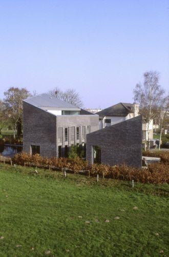 Private house, Mechelen (Belgique) by POPONCINI & LOOTENS   #Architecture #facade #roofing #QuartzZinc #Belgium #zinc