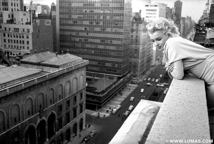 Marilyn on the roof © Ed Feingersh, www.lumas.com