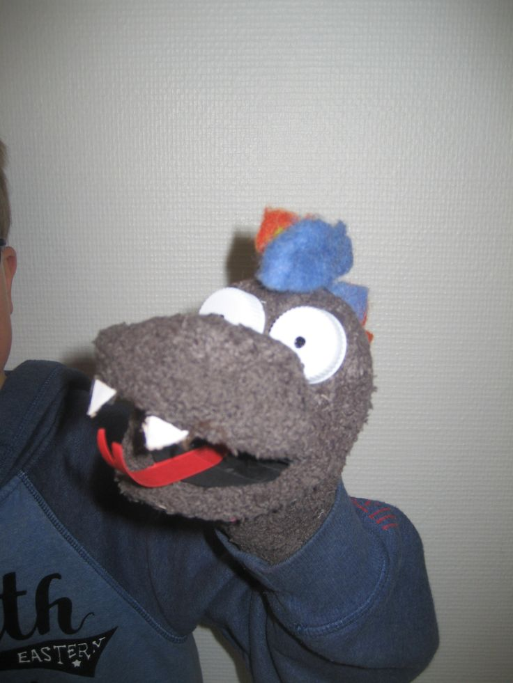 Ook bij de jongens blijft sok-poppen maken een favoriete bezigheid