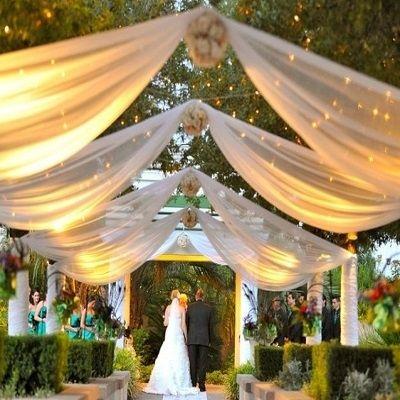 Location drapé blanc exterieur pour mariage sud de france - decorationsmariages.com