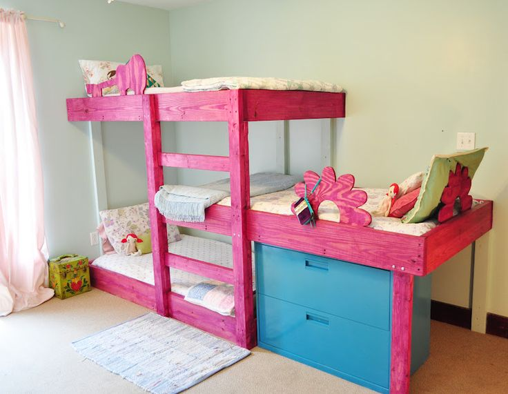 The Handmade Dress: New triple bunks. DIY plans for just a few bucks. @rebekahjarose  I bet toys could be stored where the blue drawers are, currently, or a toddler mattress could be slipped in, if needed. This would free up space & leave more room for play or a guest bed or a parent's bed.