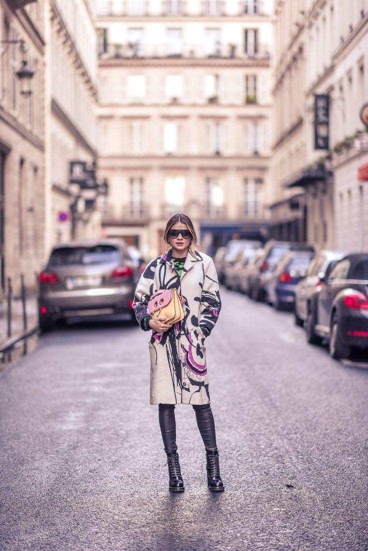 Casaco – Coven | Calça – Balenciaga | Bota – Louis Vuitton | Bolsa – J.W.Anderson